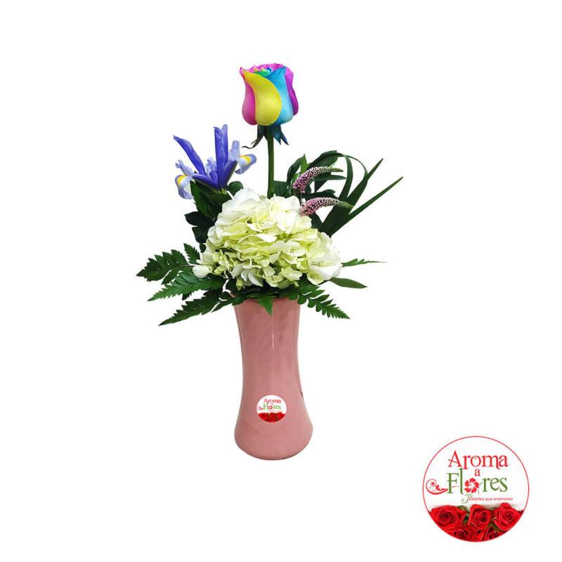 florero una rosa arcoiris aroma a flores