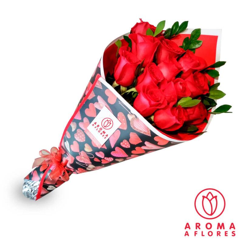 ramo-12-rosas-corazon-aromaaflores