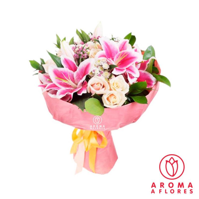 ramo-lilium-fucsia-y-6-rosas-blancas-aromaaflores