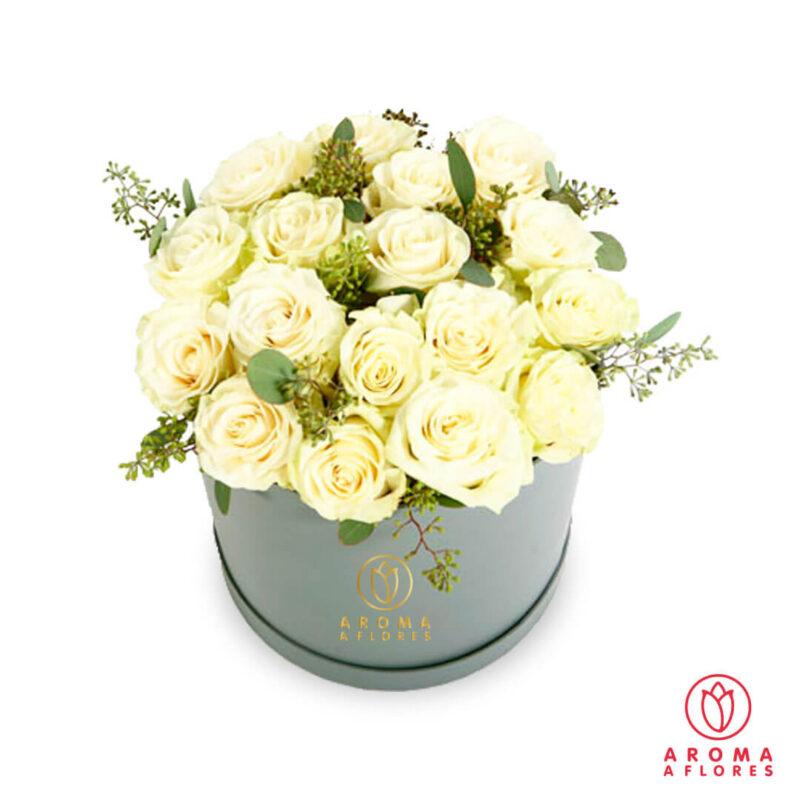 Box-18-Rosas-blancas-y-silver-aromaaflores